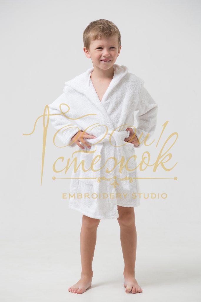Детский халат с капюшоном категории «Стандарт» с именной вышивкой (Белый)